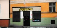 První prodejna ve Strádově ulici